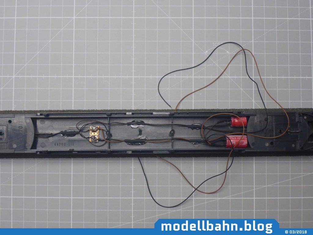 Wagenboden mit eingeklebten Pufferkondensatoren